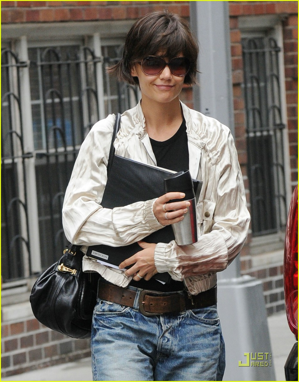katie holmes pegged jeans 02