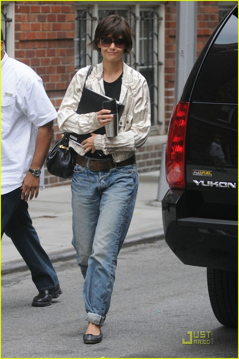 katie holmes pegged jeans 04