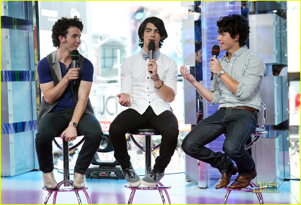 taylor swift jonas brothers 23