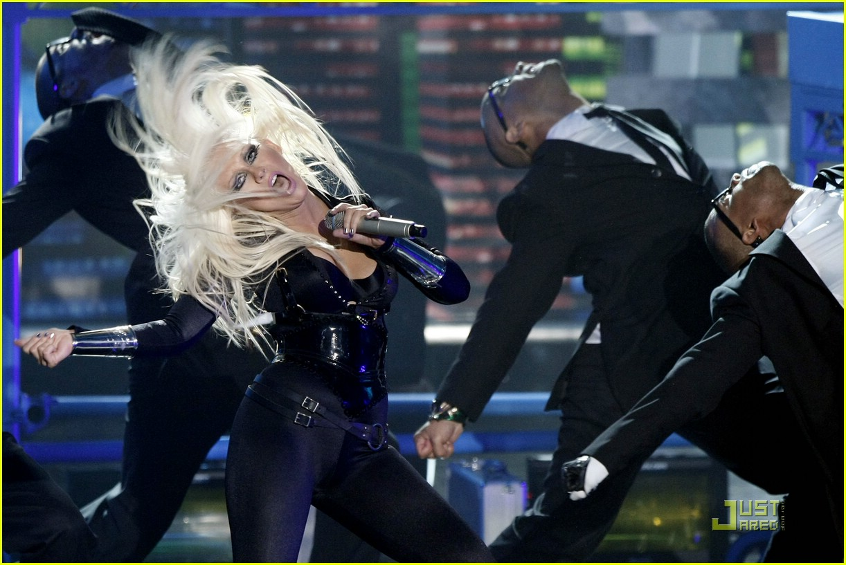 christina aguilera performance 2008 vmas 13