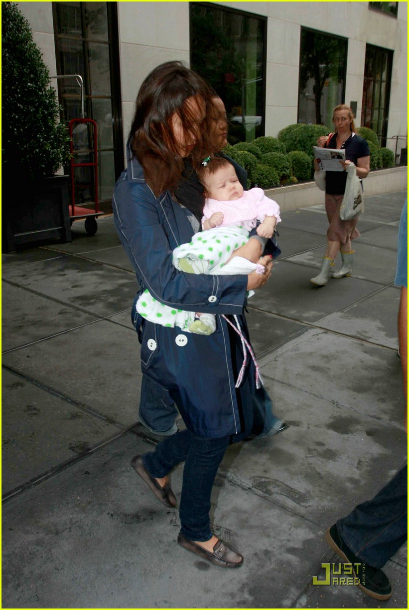 jessica alba shows off baby honor 08