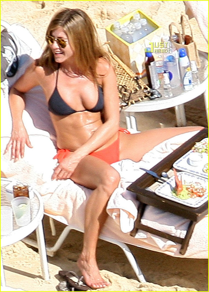 jennifer aniston cabo 01