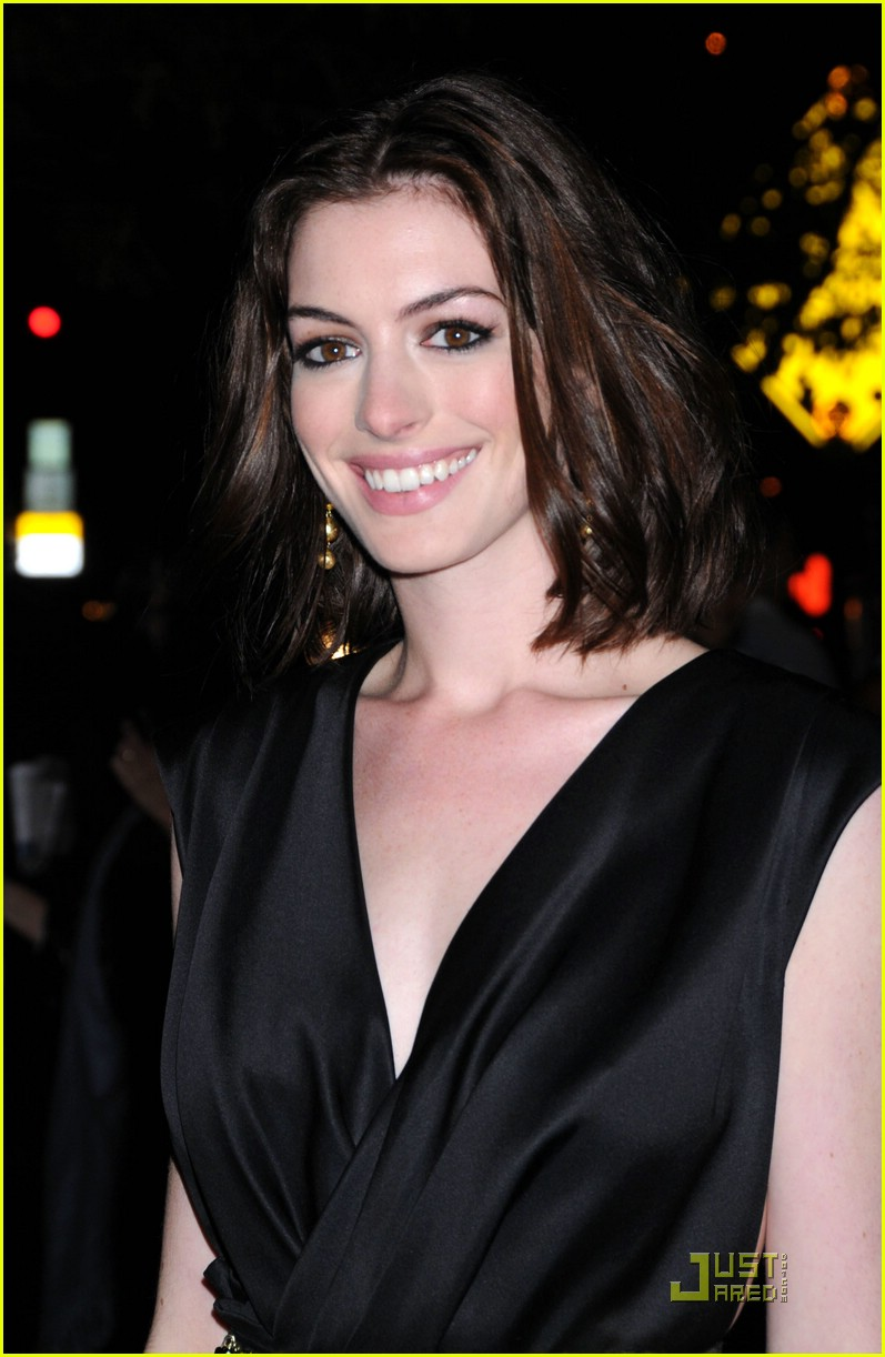 anne hathaway getting married 07