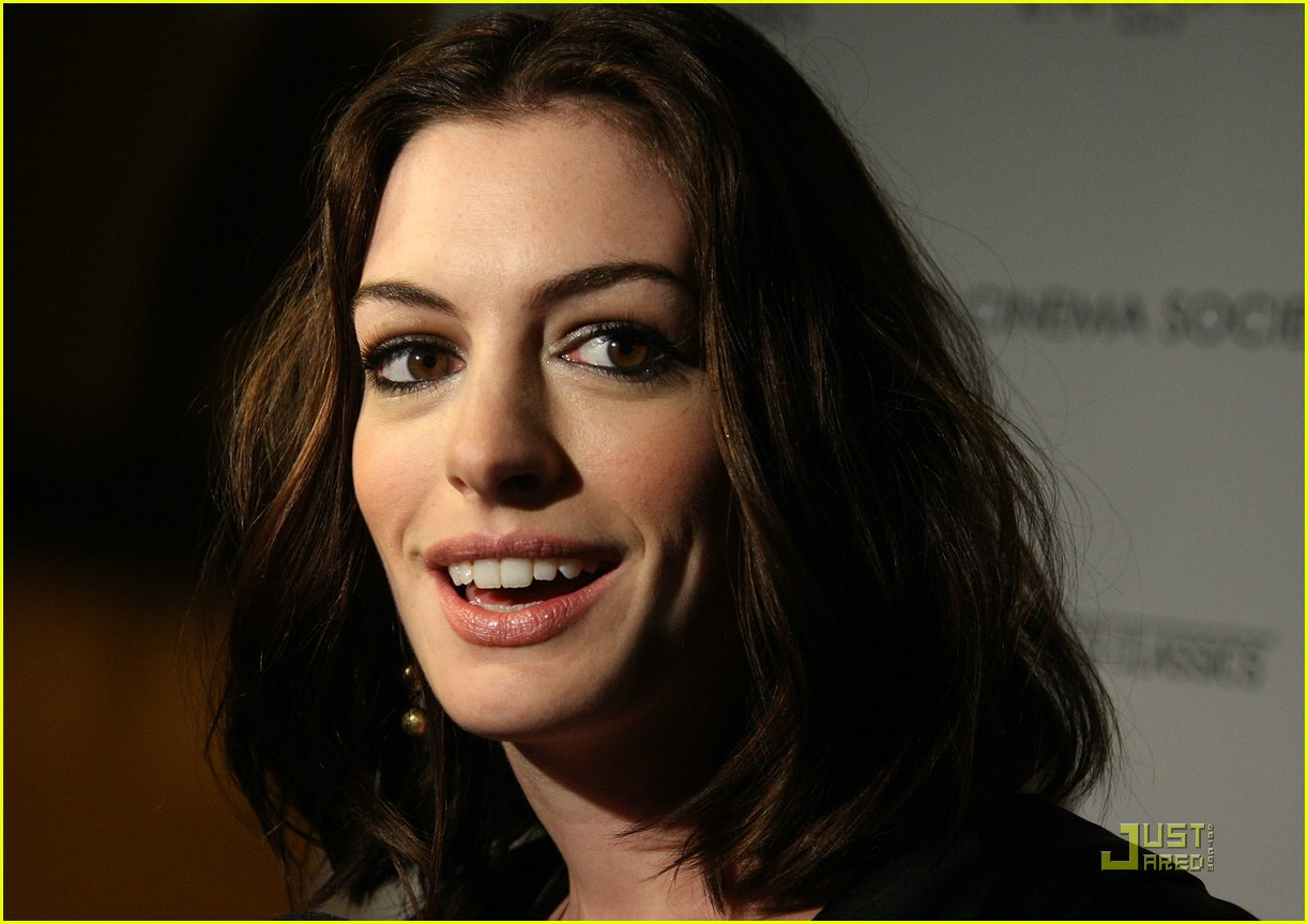 anne hathaway getting married 29
