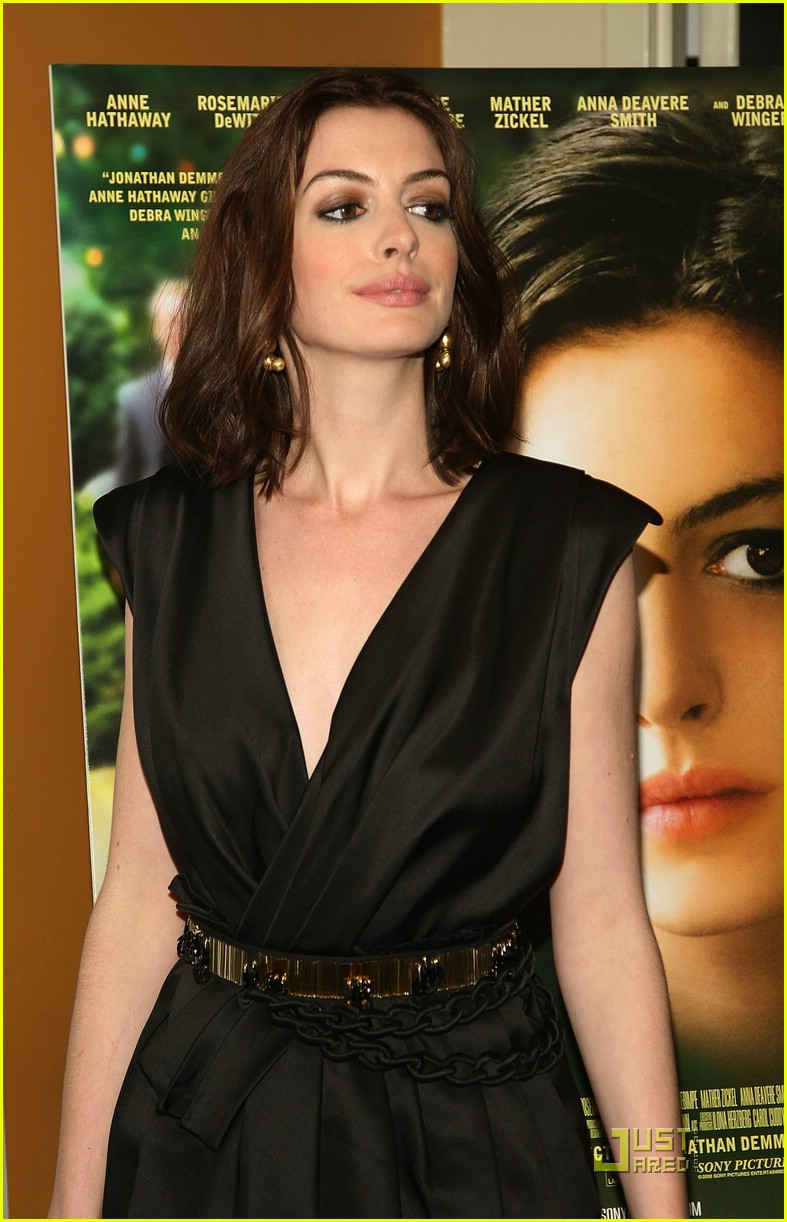 anne hathaway getting married 30