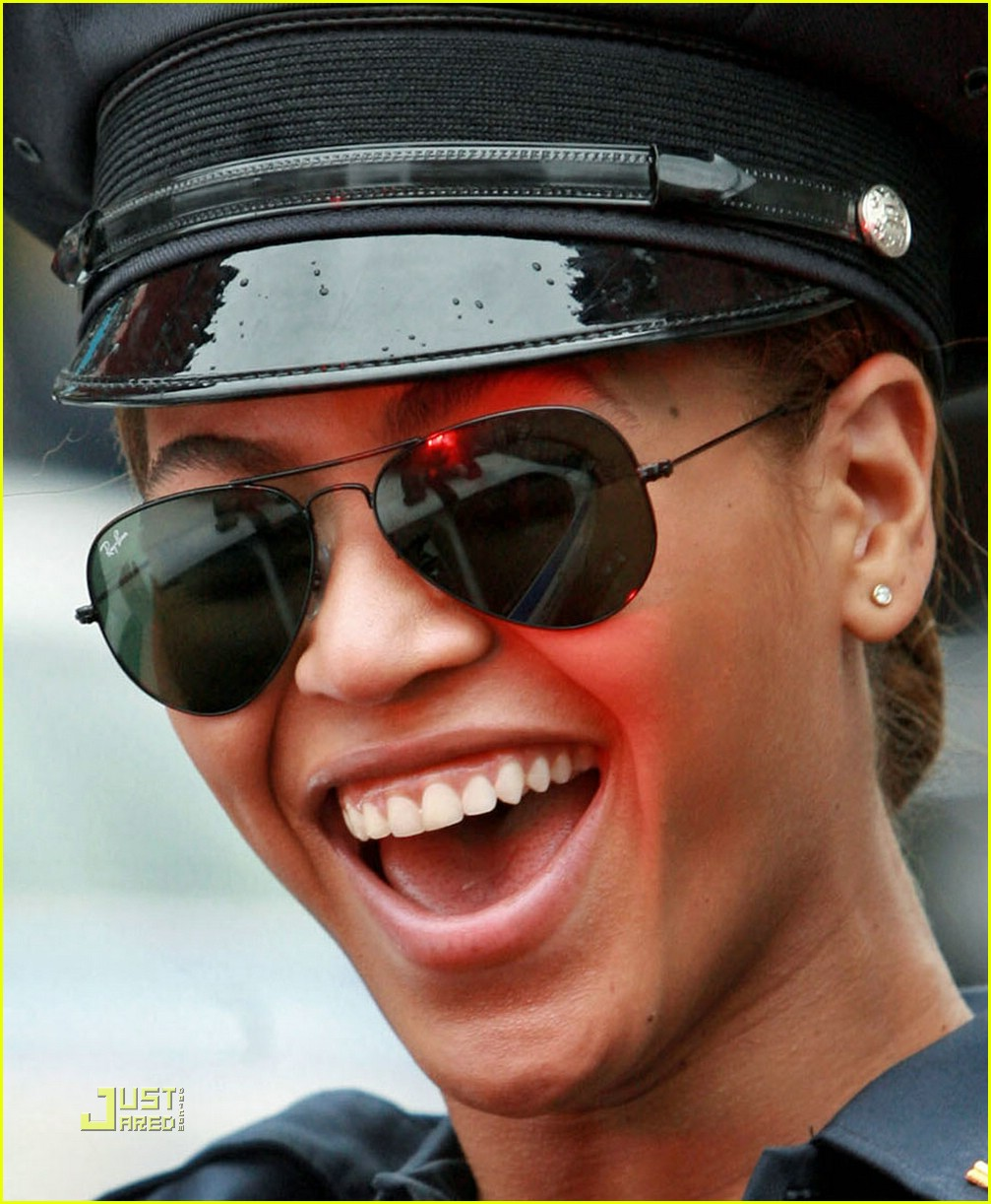 beyonce police officer 02