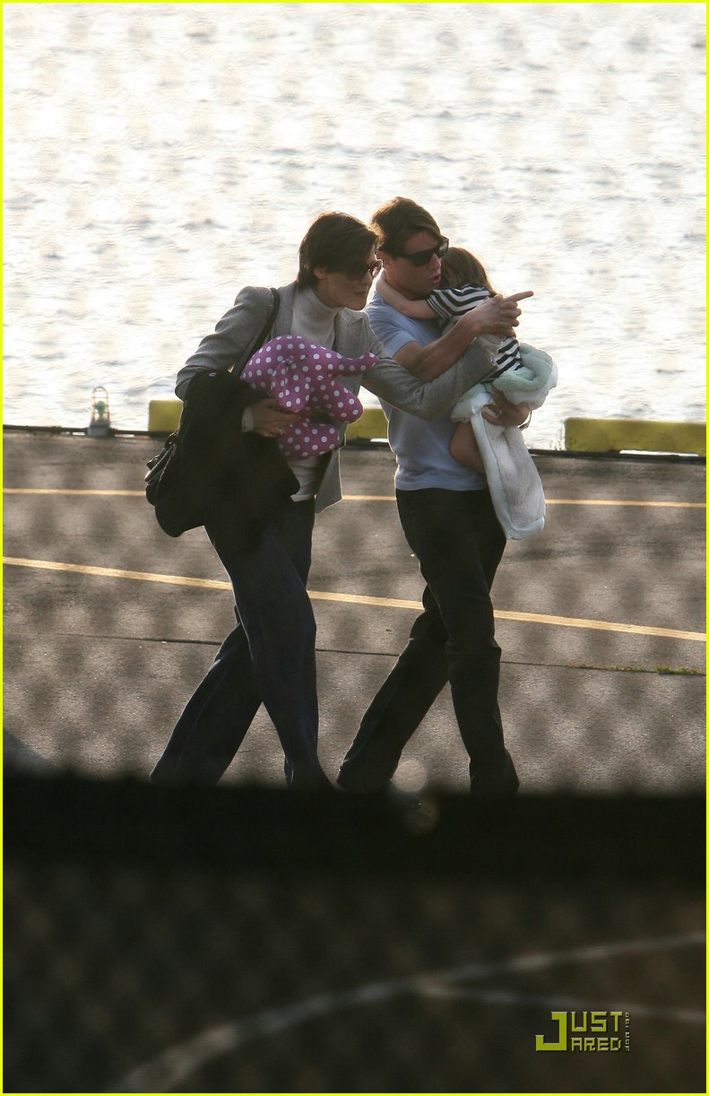 tom cruise suri cruise helicopter 081434341