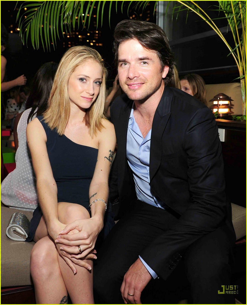 Kelly Rutherford And Matthew Settle Kissing