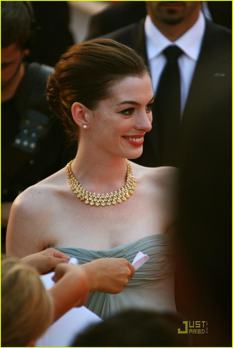 Anne Hathaway & Jo...