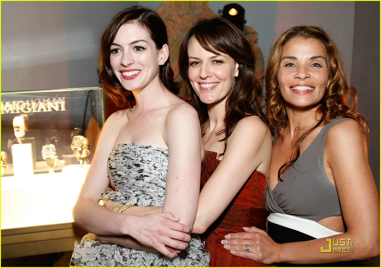 anne hathaway rachel getting married 28