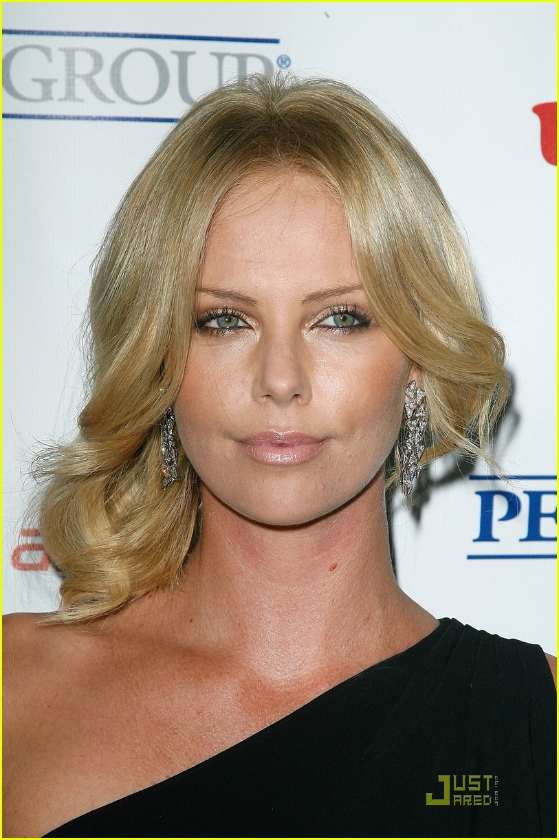 charlize theron rock the kasbah 11