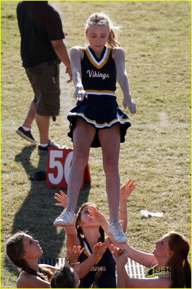 dakota fanning cheerleading squad 06