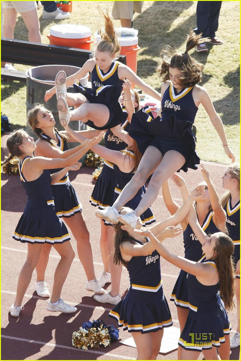 dakota fanning cheerleading squad 09
