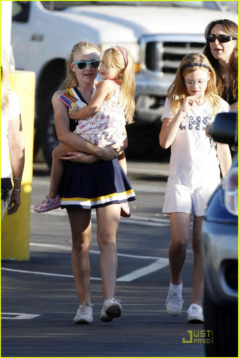 dakota fanning cheerleading squad 12
