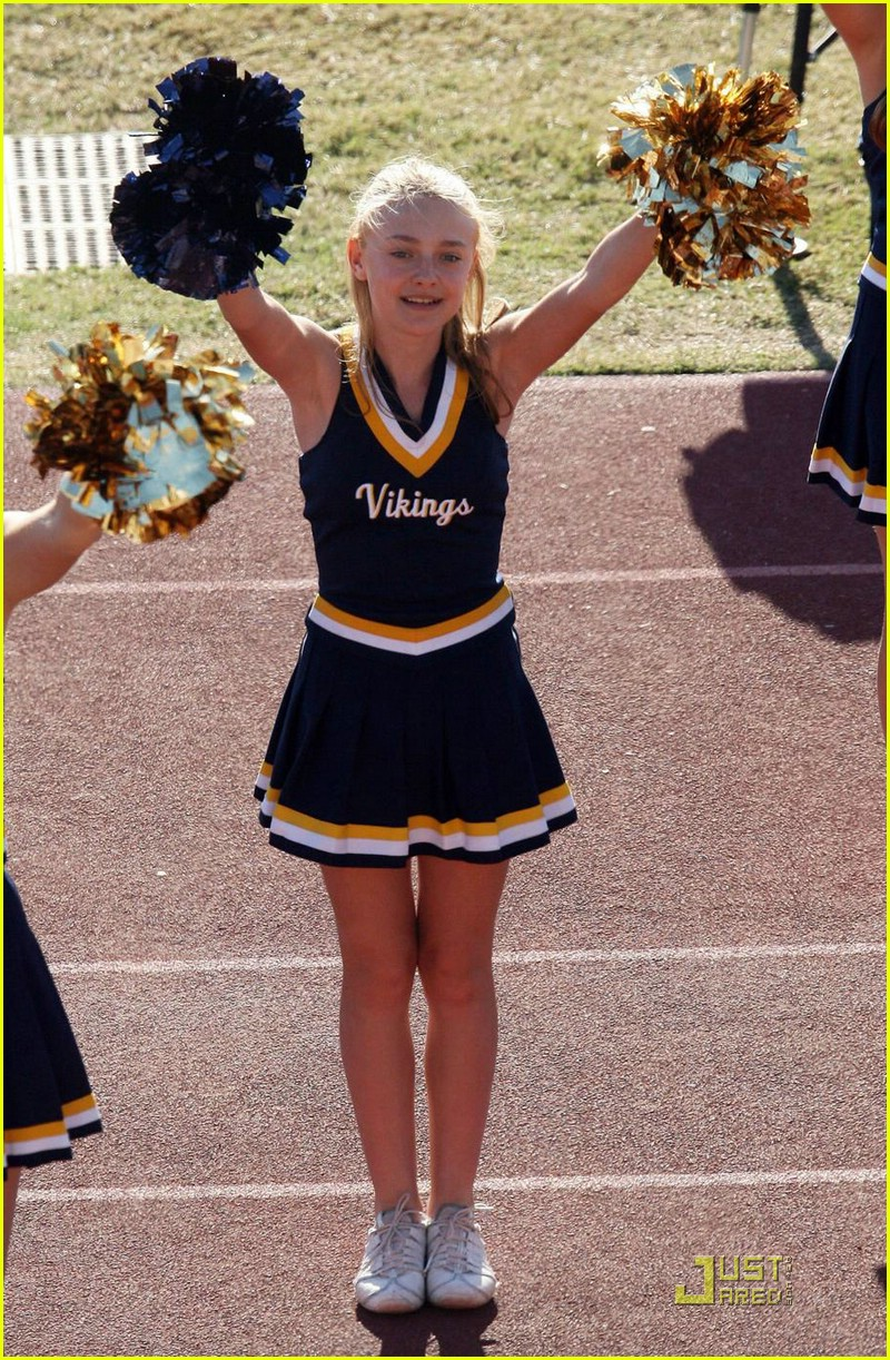dakota fanning cheerleading squad 15