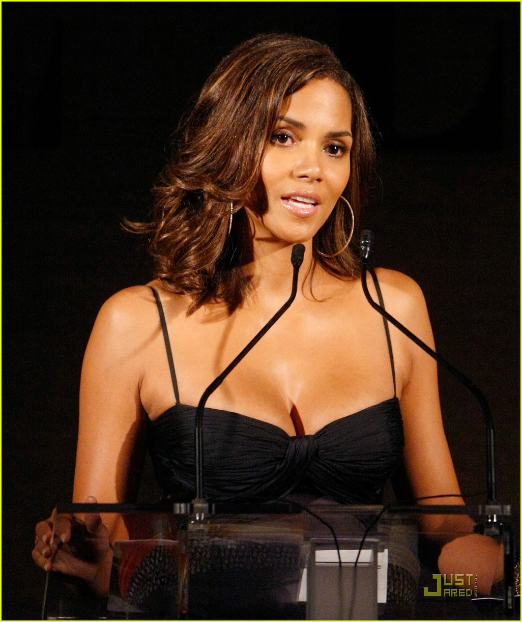 halle berry elle women in hollywood 22