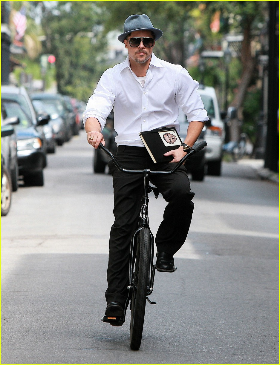 brad pitt barack obama bike 07