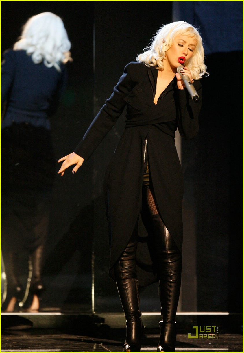christina aguilera performs 2008 american music awards121561221