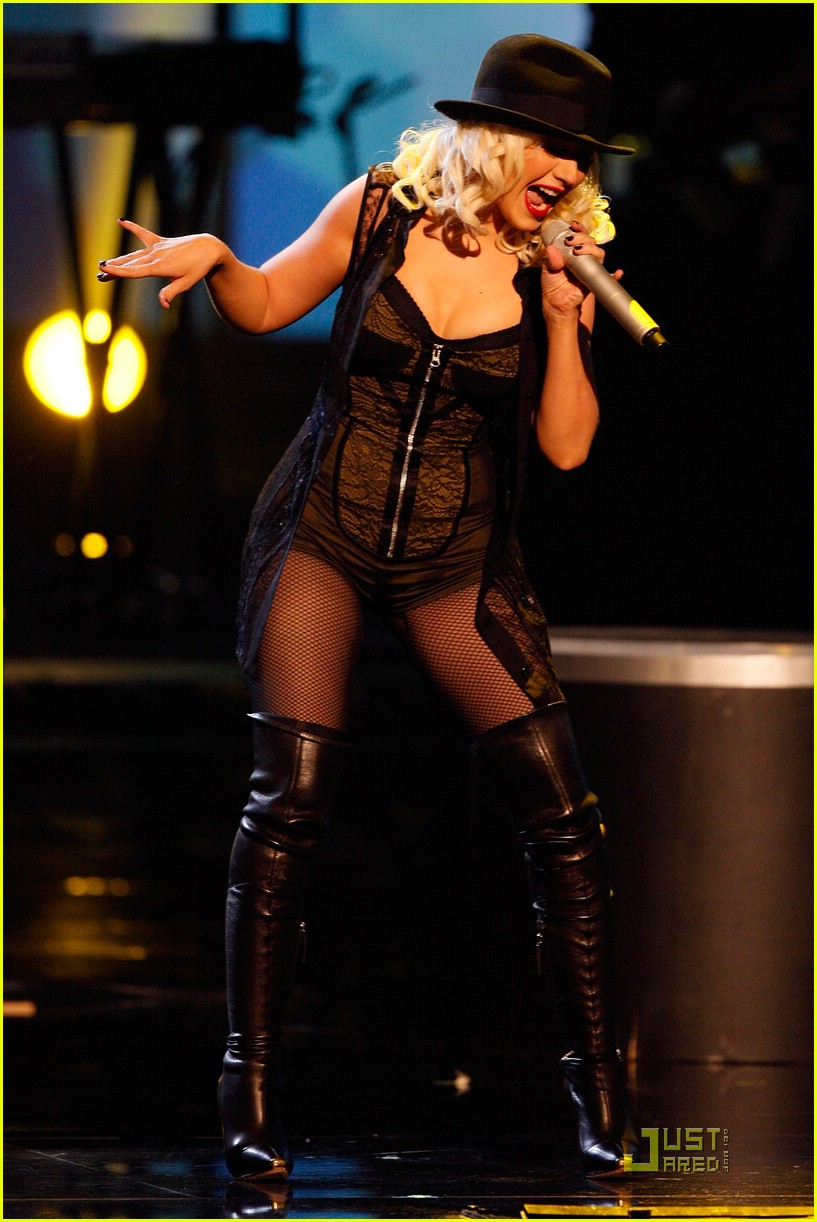 christina aguilera performs 2008 american music awards141561241