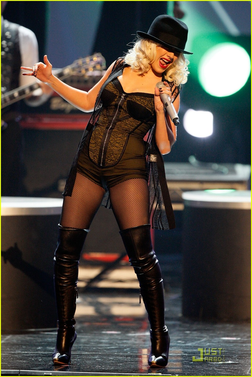 christina aguilera performs 2008 american music awards20