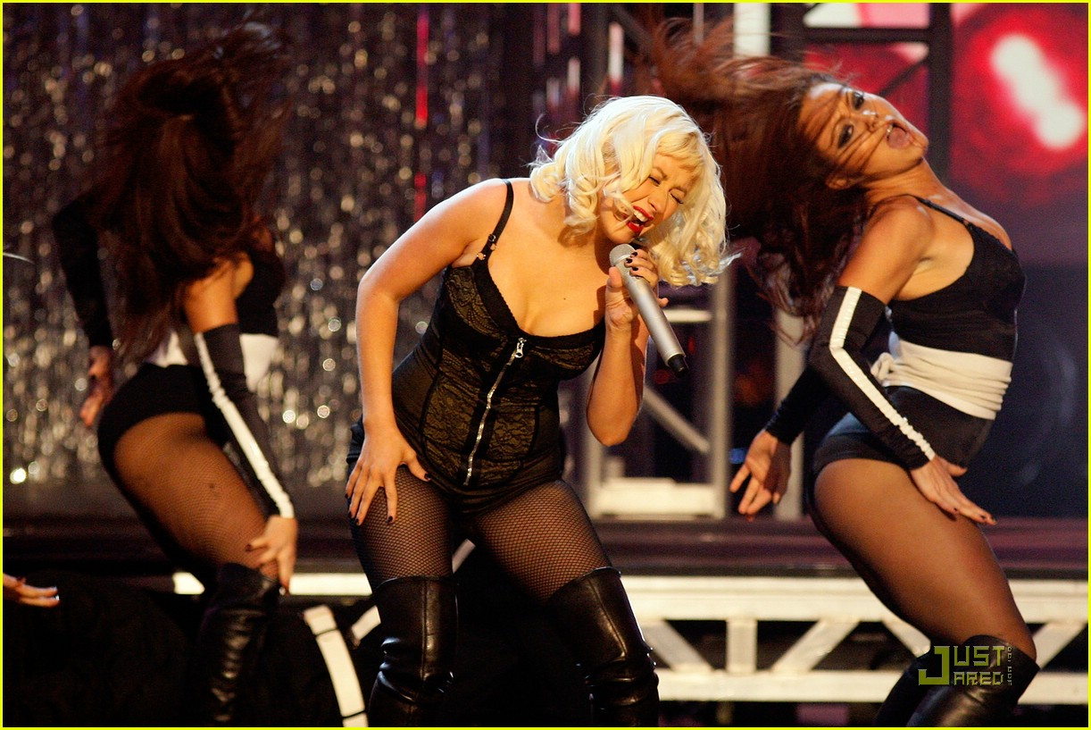 christina aguilera performs 2008 american music awards241561341