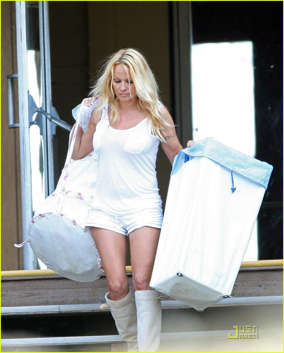 pamela anderson laundry lazy 09