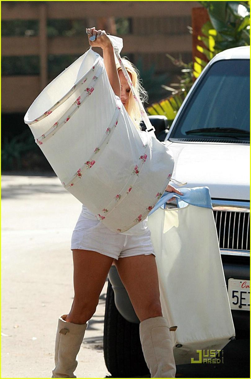 pamela anderson laundry lazy 10