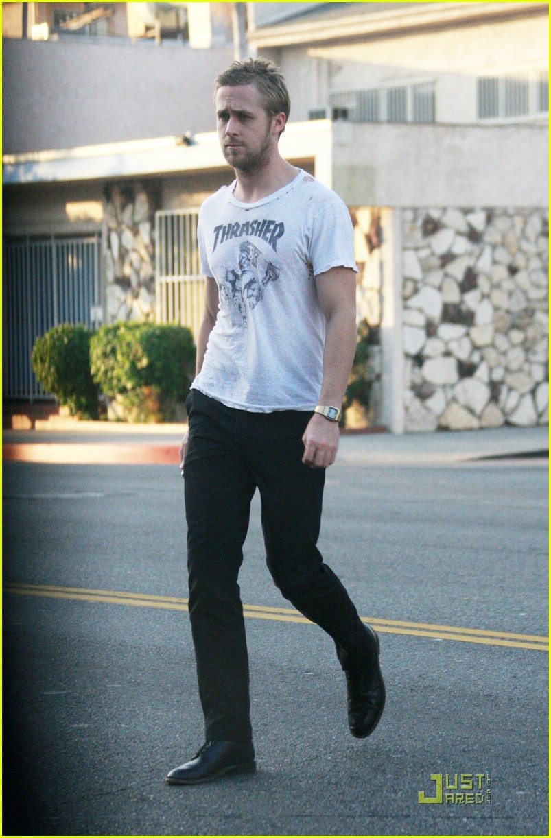 ryan gosling hole in shirt 03