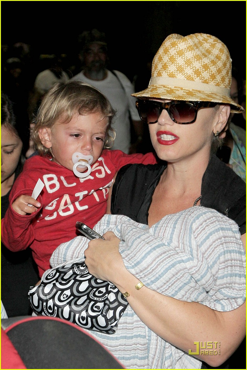 gwen stefani home for the holidays 281554501