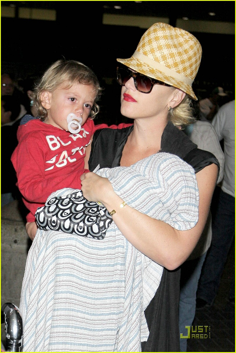 gwen stefani home for the holidays 301554521