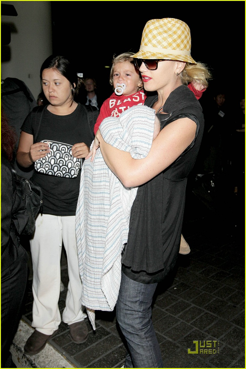 gwen stefani home for the holidays 32