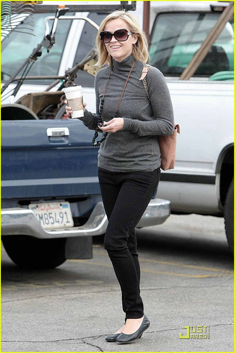 reese witherspoon starbucks 02