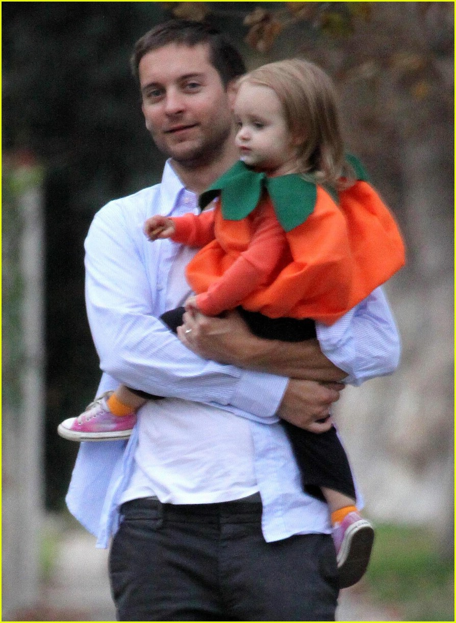 tobey maguire ruby maguire halloween 03