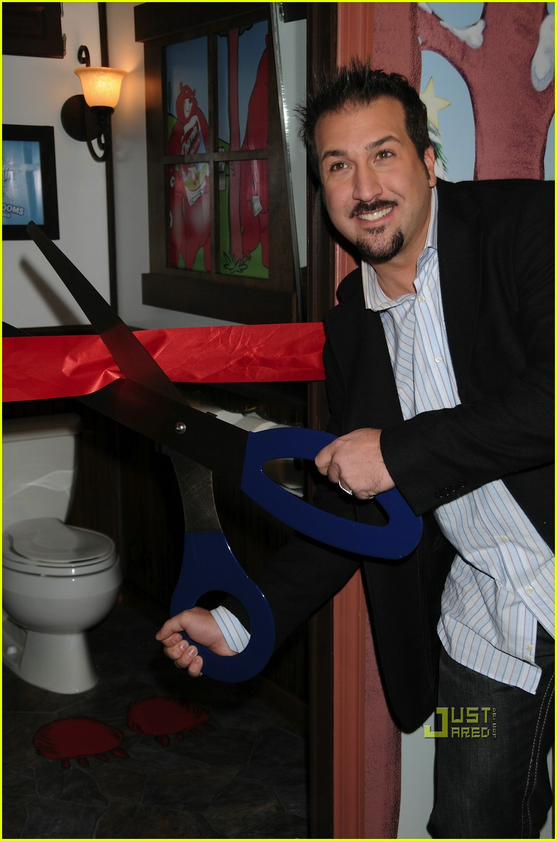 joey fatone nyc toilet 05