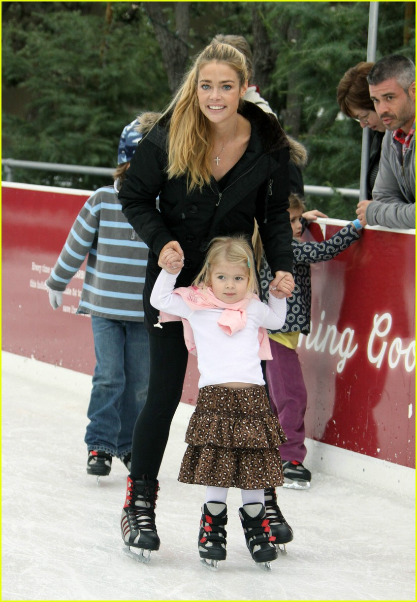 denise richards ice skating 01