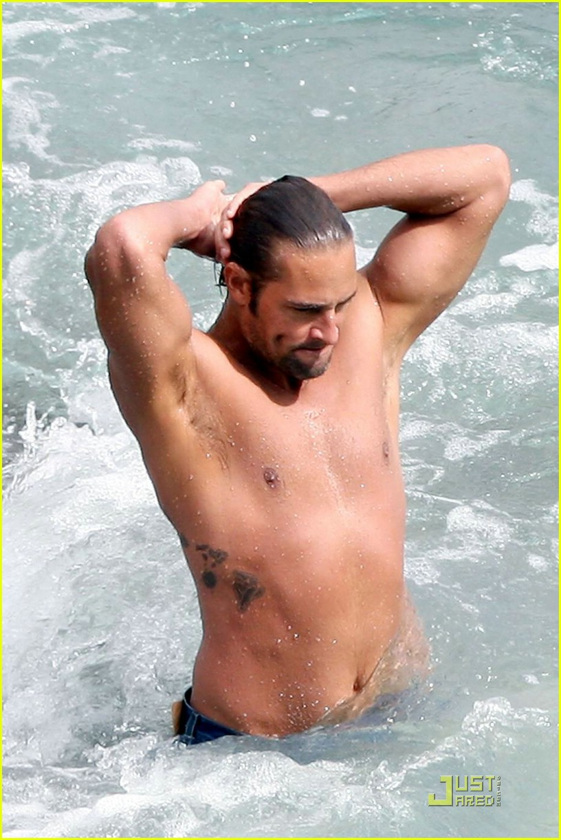 josh holloway shirtless 01