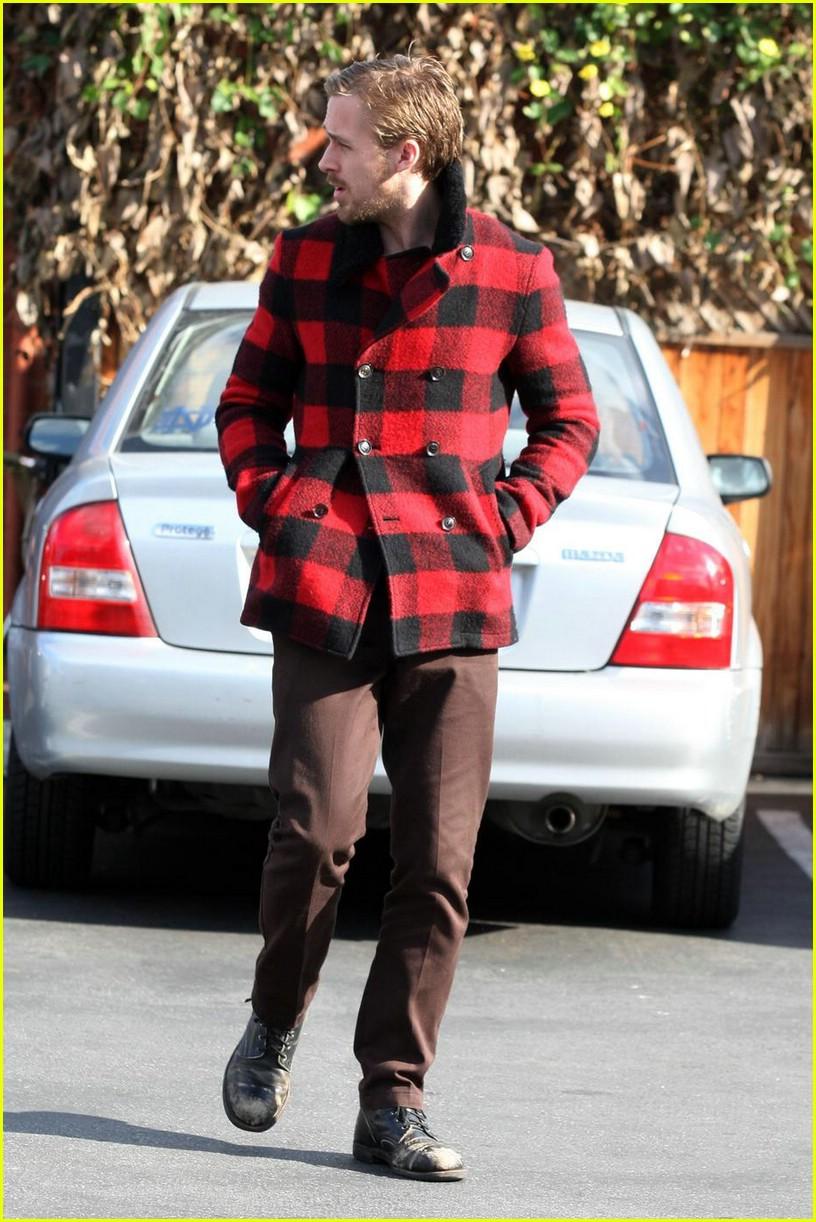 Full Sized Photo of ryan gosling lumberjack 02   Photo 1605021   Just ... Ryan Reynolds
