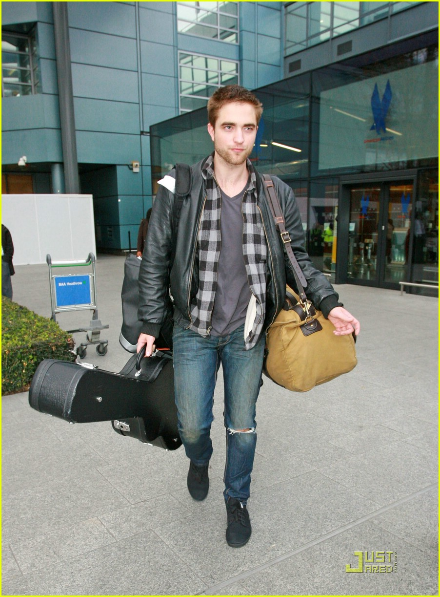 robert pattinson short hair cut 081610871