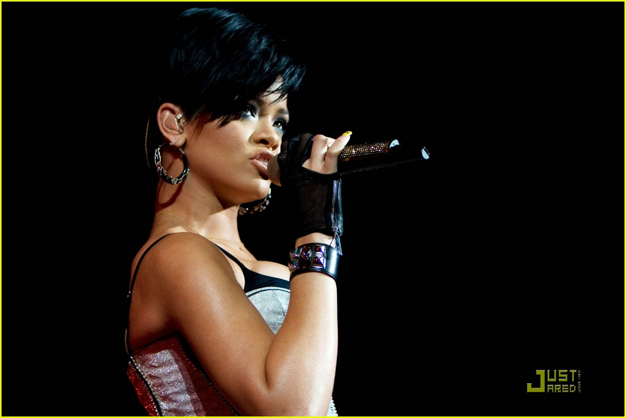 rihanna b96 jingle bash 24