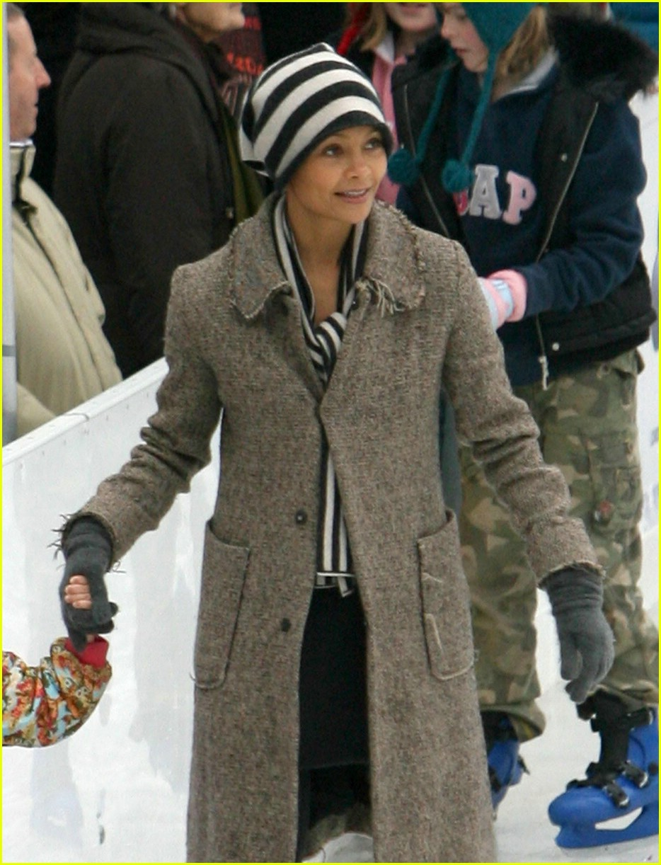 thandie newton ice skating 03