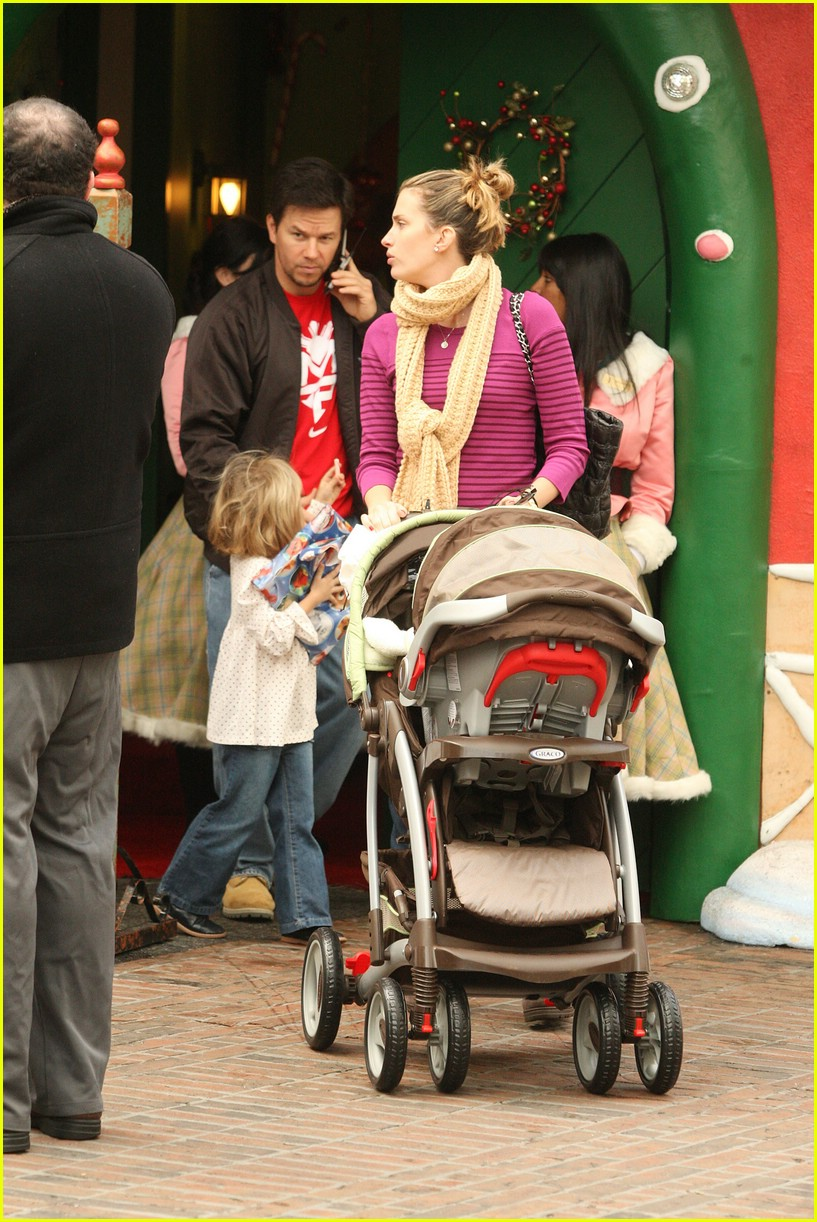 mark wahlberg santa claus 12
