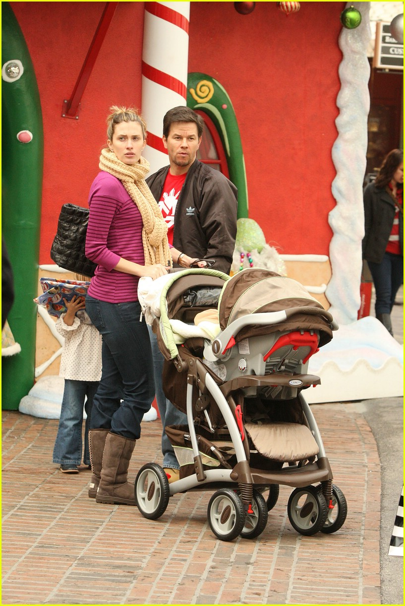 mark wahlberg santa claus 13