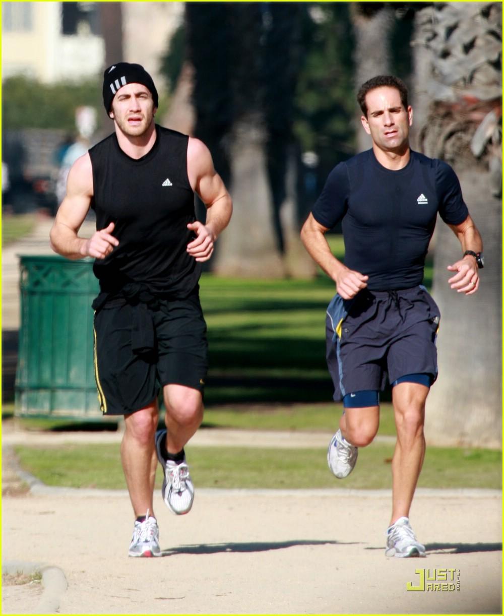 jake gyllenhaal running 031638041