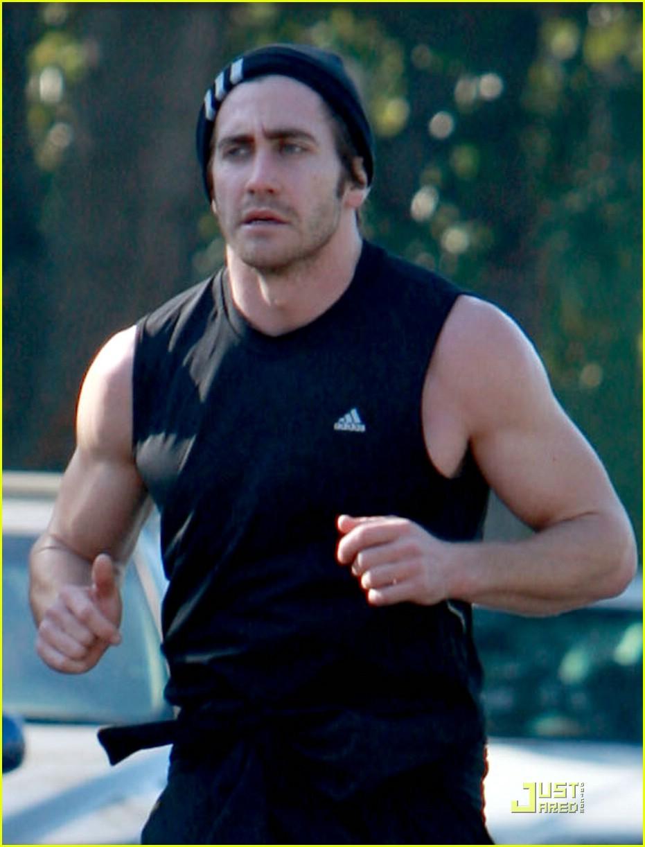 jake gyllenhaal running 06