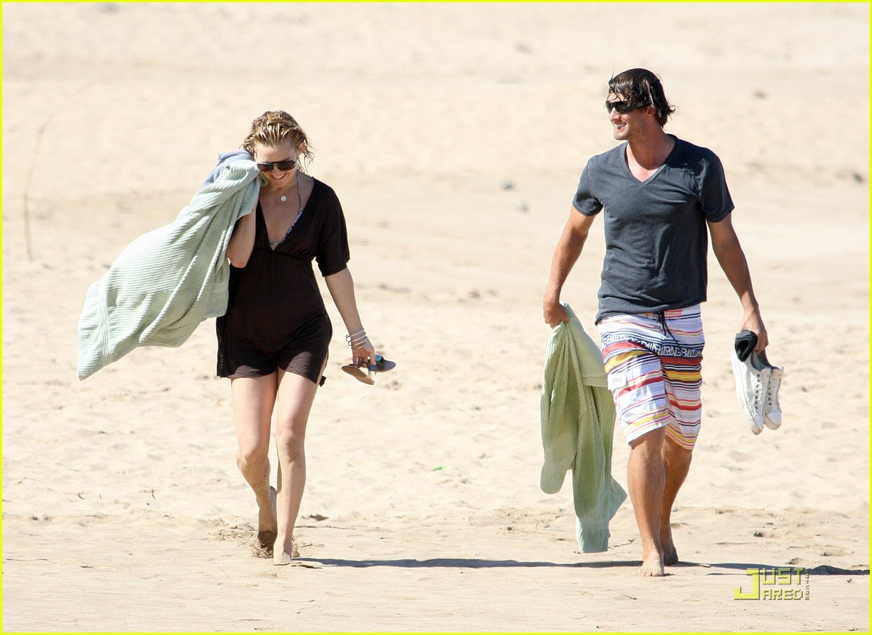 kate hudson adam scott hawaii 09
