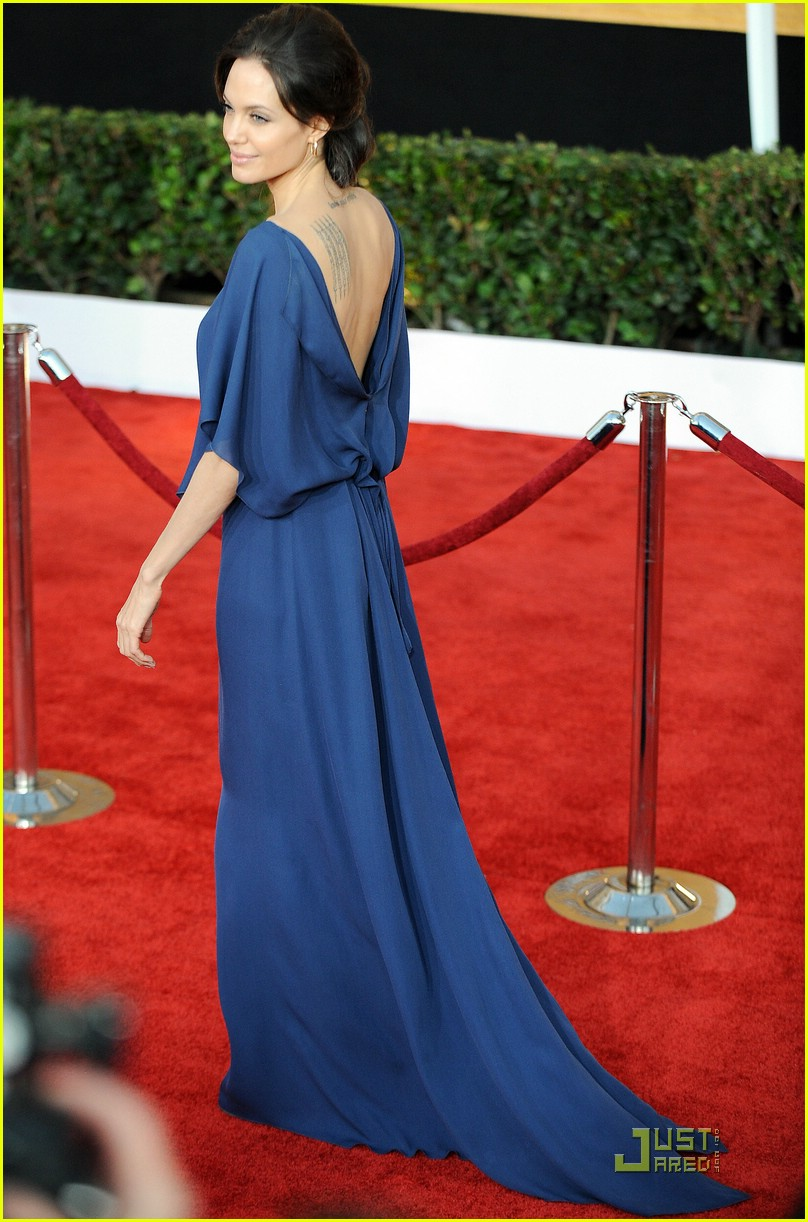 angelina jolie backwards dress sag awards 03