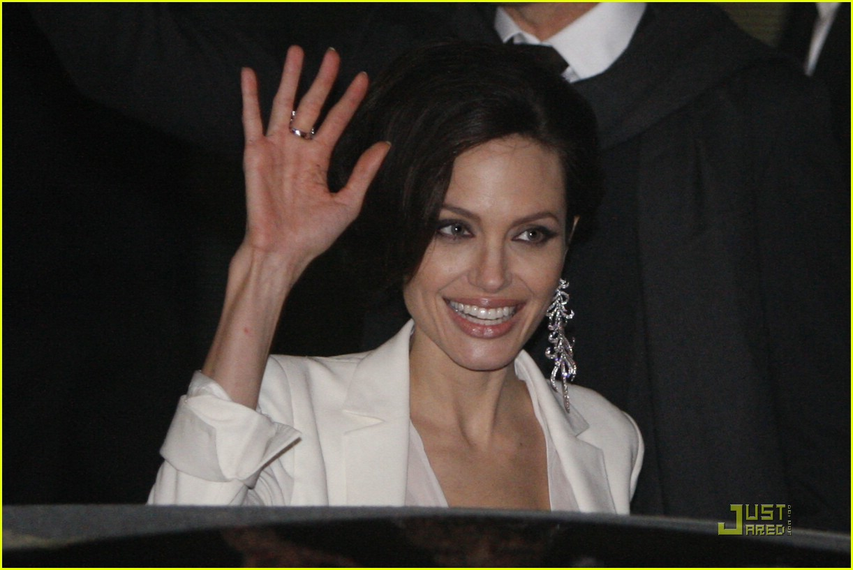 angelina jolie bye to berlin.jpg 02