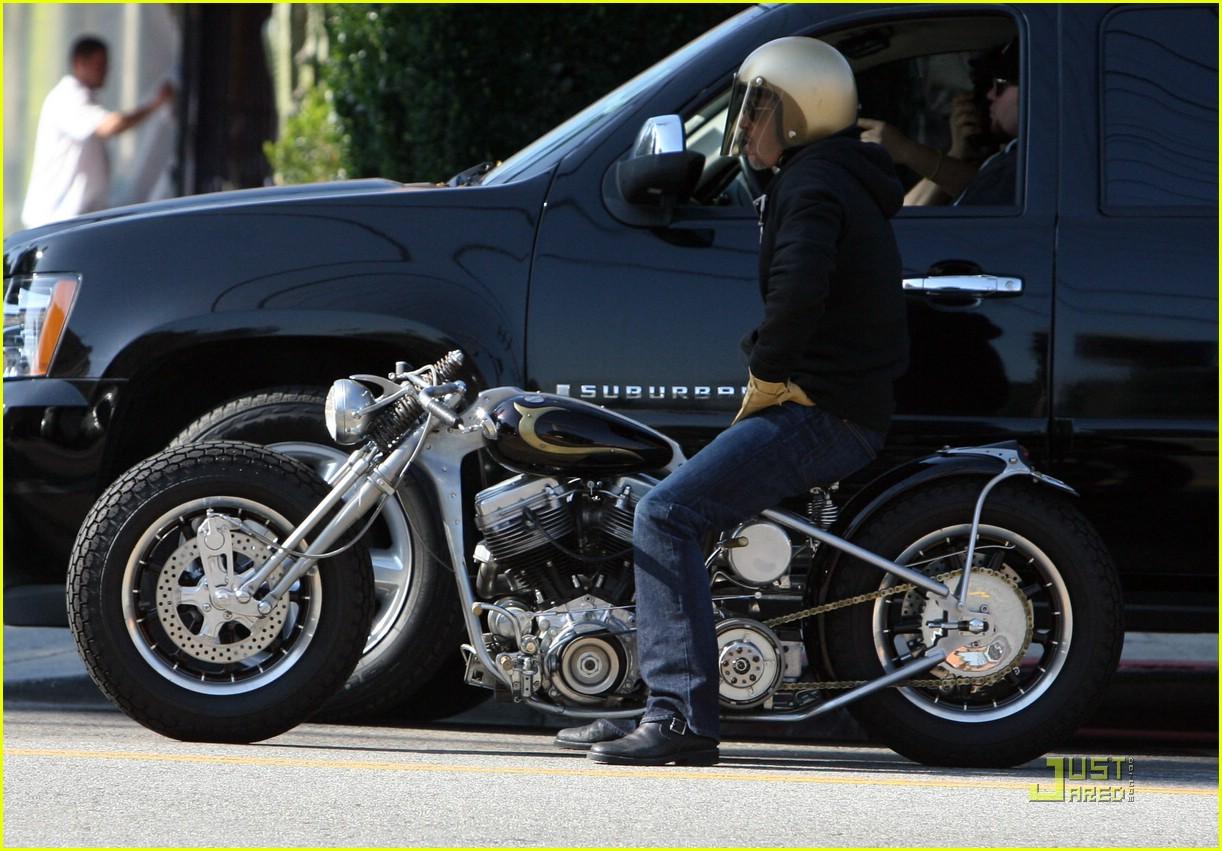 brad pitt motorcycle helmet 02
