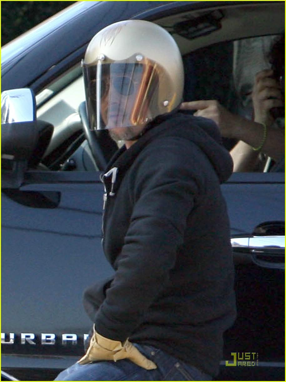 brad pitt motorcycle helmet 05