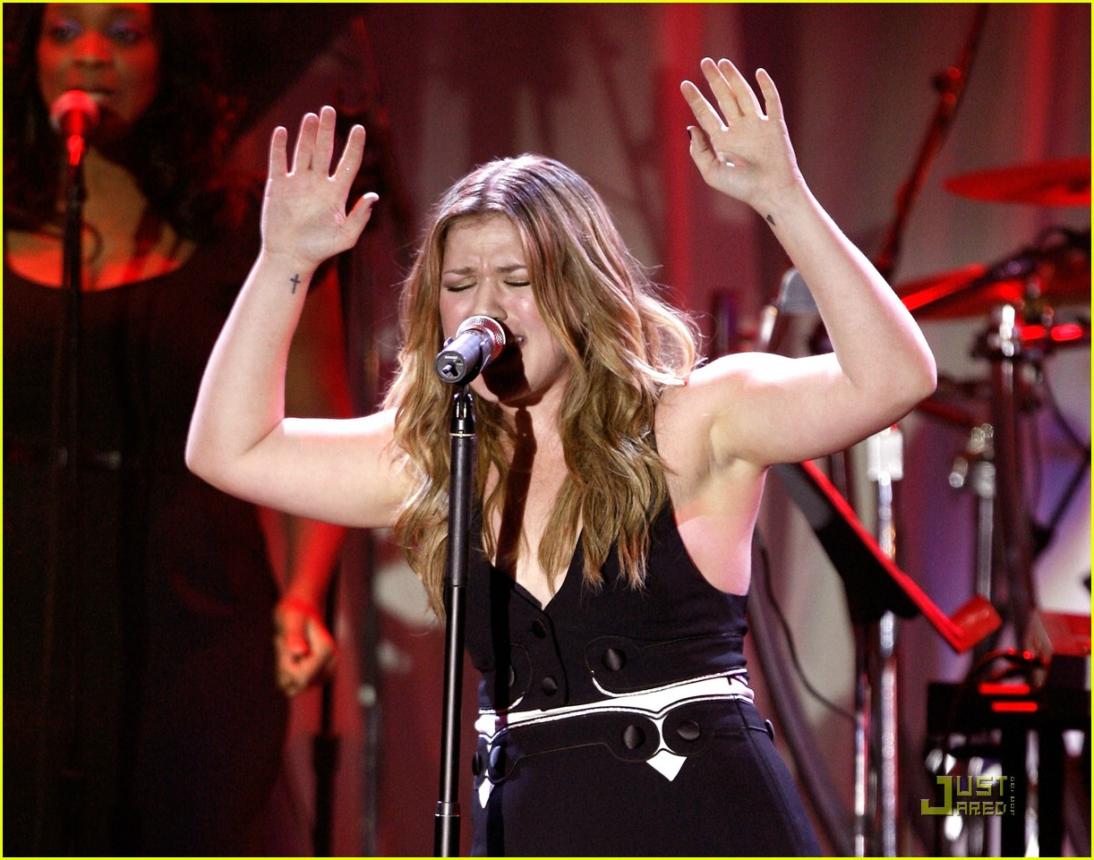 kelly clarkson clive davis salute 141709761
